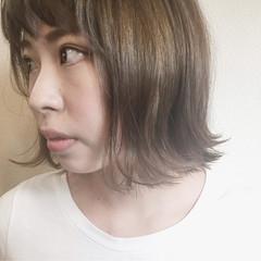 ブルージュ 透明感 外ハネ ナチュラル ヘアスタイルや髪型の写真・画像