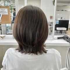 オリーブカラー ショートヘア ショート 外ハネ ヘアスタイルや髪型の写真・画像