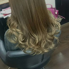 グレージュ グラデーションカラー フェミニン ロング ヘアスタイルや髪型の写真・画像