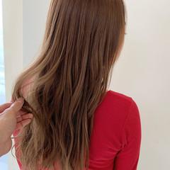 ヘアアレンジ オフィス 巻き髪 ナチュラル ヘアスタイルや髪型の写真・画像
