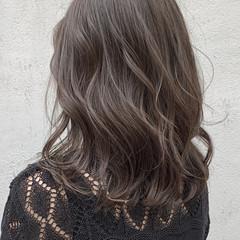 セミロング グレージュ 暗色カラー 艶カラー ヘアスタイルや髪型の写真・画像