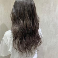 アッシュグレージュ ハイライト グレージュ ハイトーンカラー ヘアスタイルや髪型の写真・画像