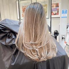 ブロンド バレイヤージュ クリームブロンド レイヤーカット ヘアスタイルや髪型の写真・画像