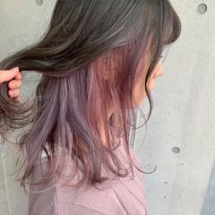ダブルカラー インナーカラー セミロング インナーカラーパープル ヘアスタイルや髪型の写真・画像