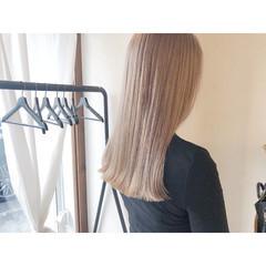 ミルクティーアッシュ ロング ハイトーンカラー ブロンドカラー ヘアスタイルや髪型の写真・画像