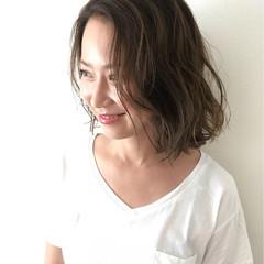 外国人風 グラデーションカラー アッシュ 前髪なし ヘアスタイルや髪型の写真・画像