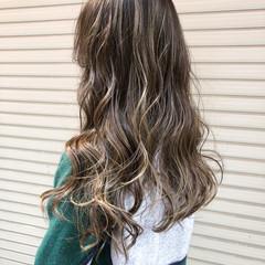 グレージュ ハイライト ブリーチ ダブルカラー ヘアスタイルや髪型の写真・画像