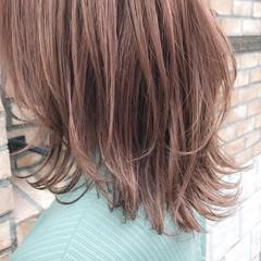 フェミニン ミディアム ラベンダーグレージュ グレージュ ヘアスタイルや髪型の写真・画像