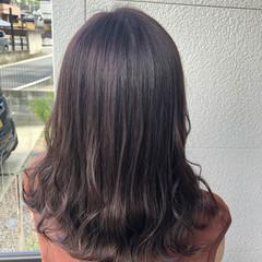 ミディアム 秋ブラウン ラベンダー ラベンダーアッシュ ヘアスタイルや髪型の写真・画像
