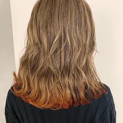 デート ミディアム ロブ オレンジ ヘアスタイルや髪型の写真・画像
