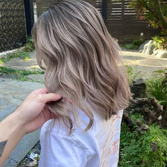 うる艶カラー ハイトーン ナチュラル セミロング ヘアスタイルや髪型の写真・画像