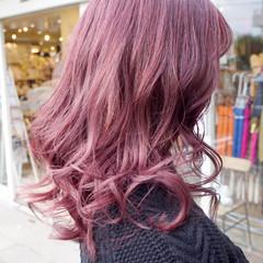 ラズベリーピンク ミディアム ベリーピンク ピンク ヘアスタイルや髪型の写真・画像
