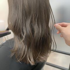 オリーブグレージュ オリーブカラー オリーブベージュ ミディアム ヘアスタイルや髪型の写真・画像