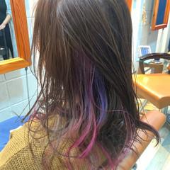 セミウェット インナーカラー デザインカラー セミロング ヘアスタイルや髪型の写真・画像