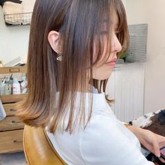 ミルクティーベージュ ベージュ 切りっぱなしボブ ミディアム ヘアスタイルや髪型の写真・画像