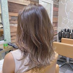 ハイライト 極細ハイライト ミルクティーベージュ ベージュ ヘアスタイルや髪型の写真・画像