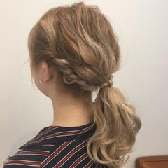 ミディアム ローポニーテール ヘアアレンジ 波ウェーブ ヘアスタイルや髪型の写真・画像