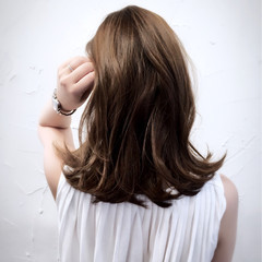 ミディアム ハイライト アッシュ くせ毛風 ヘアスタイルや髪型の写真・画像