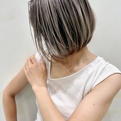 ハイライト グレージュ ミニボブ バレイヤージュ ヘアスタイルや髪型の写真・画像
