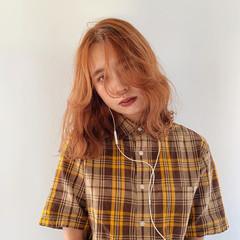 ベージュ アプリコットオレンジ ウルフカット ミディアム ヘアスタイルや髪型の写真・画像