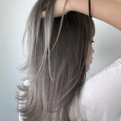 エレガント グレーアッシュ アッシュグレー アッシュ ヘアスタイルや髪型の写真・画像