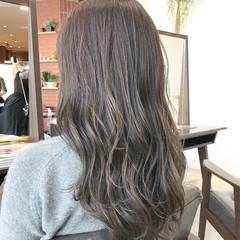 前髪あり セミロング グレージュ フェミニン ヘアスタイルや髪型の写真・画像