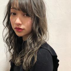 グレージュ ミディアム ハイライト 外国人風 ヘアスタイルや髪型の写真・画像
