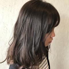 アンニュイ ウェーブ アッシュ アッシュグレージュ ヘアスタイルや髪型の写真・画像