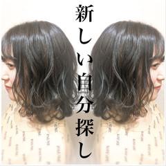 ハイライト グレーアッシュ 3Dハイライト ミディアム ヘアスタイルや髪型の写真・画像