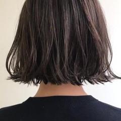 アッシュグレージュ ナチュラル 3Dハイライト ボブ ヘアスタイルや髪型の写真・画像