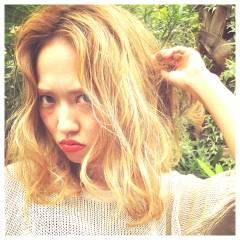 セミロング くせ毛風 外国人風 センターパート ヘアスタイルや髪型の写真・画像