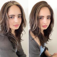 かき上げ前髪 イルミナカラー セミロング ハイライト ヘアスタイルや髪型の写真・画像