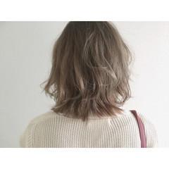 ボブ グレージュ ハイライト ナチュラル ヘアスタイルや髪型の写真・画像