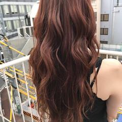 ロング ピンク アプリコットオレンジ リラックス ヘアスタイルや髪型の写真・画像