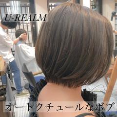 フェミニン ボブ 前下がり オフィス ヘアスタイルや髪型の写真・画像