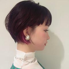フェミニン デート ショートボブ インナーカラーパープル ヘアスタイルや髪型の写真・画像