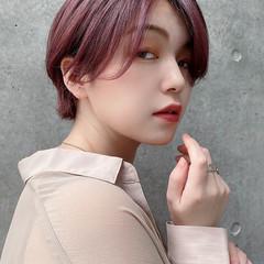 ハンサムショート ラベンダーピンク フェミニン ショート ヘアスタイルや髪型の写真・画像