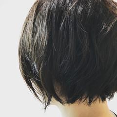 ウェットヘア 黒髪 ショート アウトドア ヘアスタイルや髪型の写真・画像