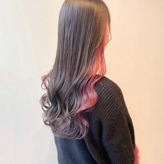 ピンクベージュ ベリーピンク インナーカラー ナチュラル ヘアスタイルや髪型の写真・画像