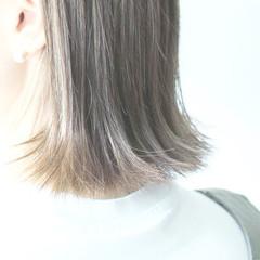 グレージュ 切りっぱなし シルバー シルバーアッシュ ヘアスタイルや髪型の写真・画像