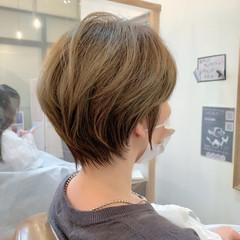 ショートヘア ナチュラル 丸みショート イルミナカラー ヘアスタイルや髪型の写真・画像