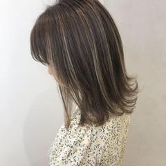 ベージュ 3Dハイライト グレージュ ミディアム ヘアスタイルや髪型の写真・画像