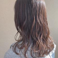 オリーブベージュ アッシュベージュ ナチュラル グレージュ ヘアスタイルや髪型の写真・画像