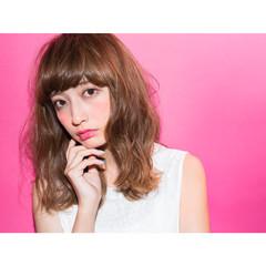 外ハネ 前髪あり ガーリー アッシュ ヘアスタイルや髪型の写真・画像