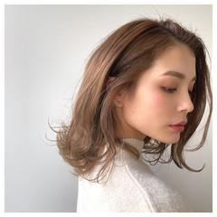 ミディアム ベージュ ベージュカラー ロブ ヘアスタイルや髪型の写真・画像