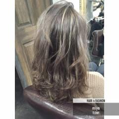 ハイライト セミロング ウェーブ パンク ヘアスタイルや髪型の写真・画像