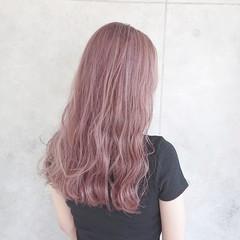 ロング ピンクカラー ガーリー ブリーチ ヘアスタイルや髪型の写真・画像