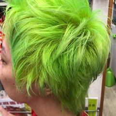派手髪 ブリーチ グリーン ウルフカット ヘアスタイルや髪型の写真・画像
