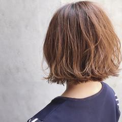 ボブ 外ハネ ゆるふわ ストリート ヘアスタイルや髪型の写真・画像