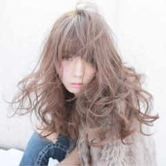 アッシュベージュ ゆるふわ ストリート ロング ヘアスタイルや髪型の写真・画像